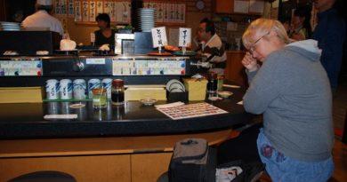 un ristorante con kaiten