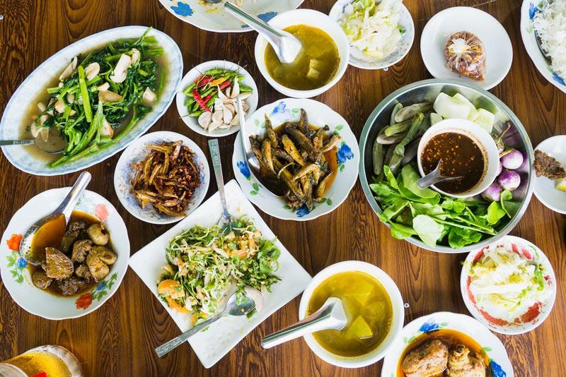 mangiare per strada in Myanmar