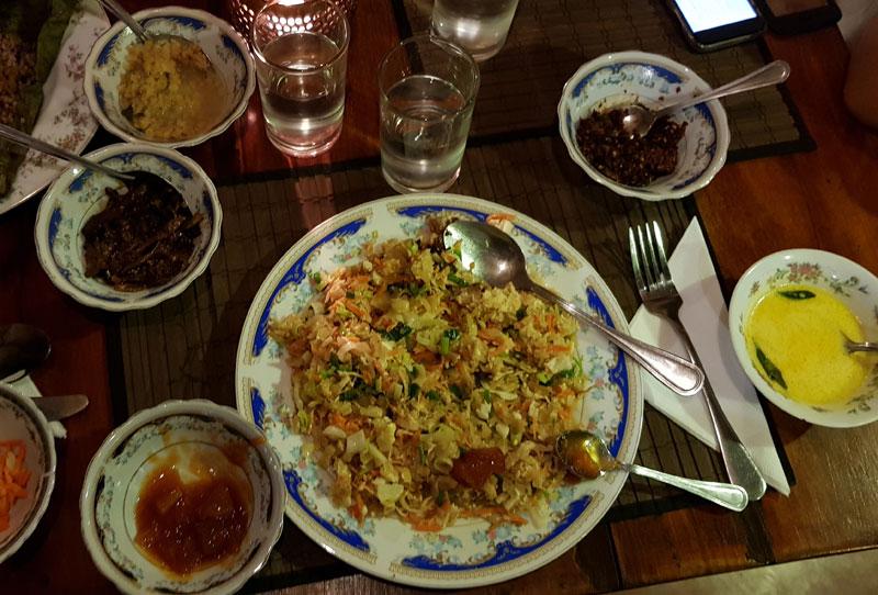 mangiare al ristorante in Sri Lanka