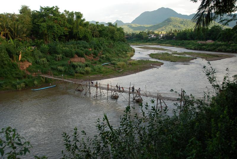 ponte sul fiume Nam Kham