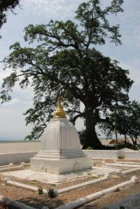 Il modello in calce dello stupa di Mingun