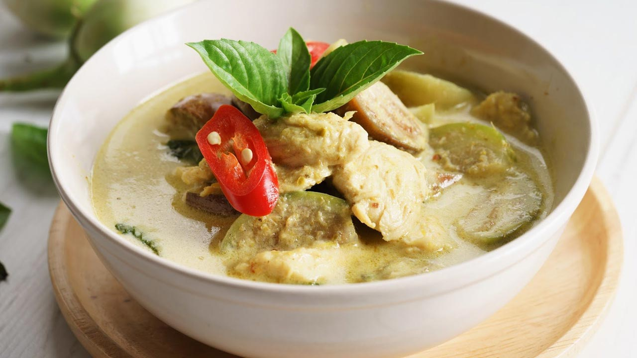 Curry verde con piselli