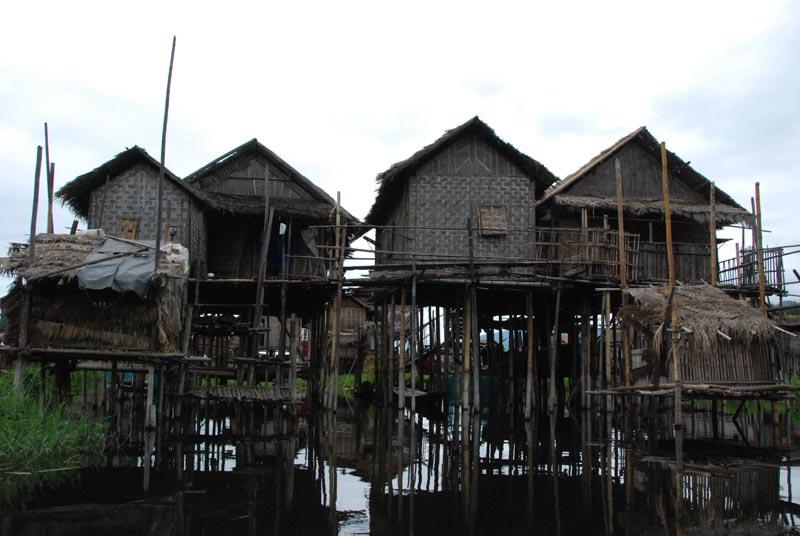 Case su palafitte del lago Inle