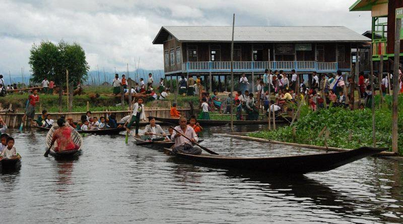 vivere in barca sul lago Inle