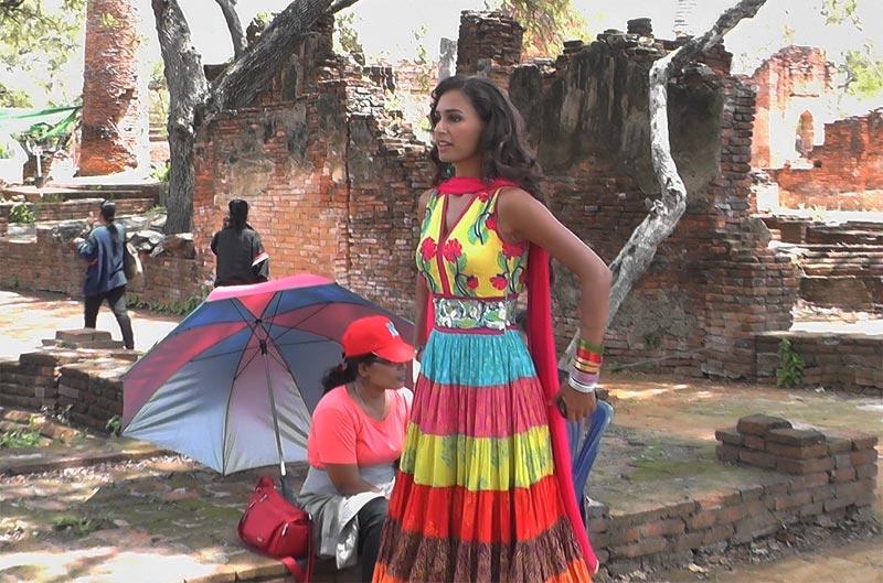 Una attrice indiana sul set di un film ad Ayutthaya