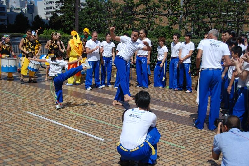 Esibizione di Capoeira nel corso dell'Asakusa Samba Festival