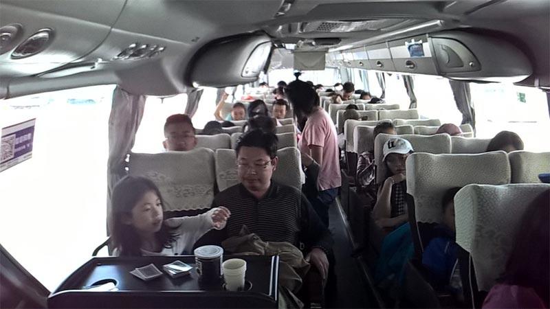 L'autobus che collega Shangri-La e Lijiang