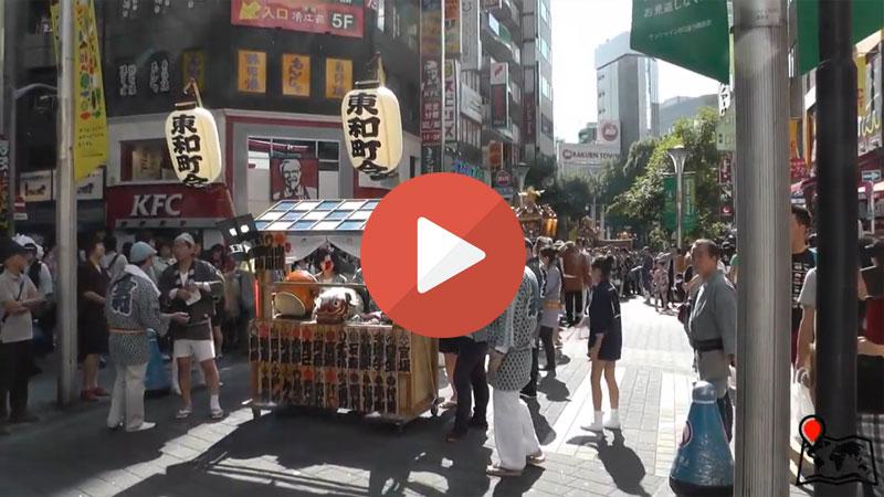 un matsuri estivo a tokyo