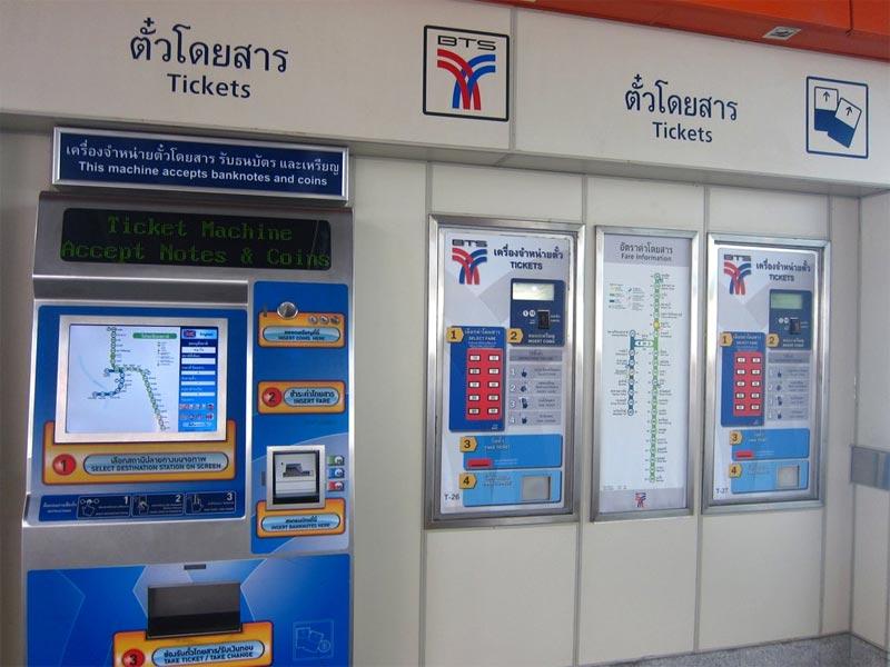Una macchinetta per acquistare i biglietti dello Skytrain