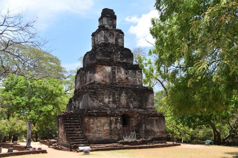 La torre a forma di Zuggurat di Polonnaruwa