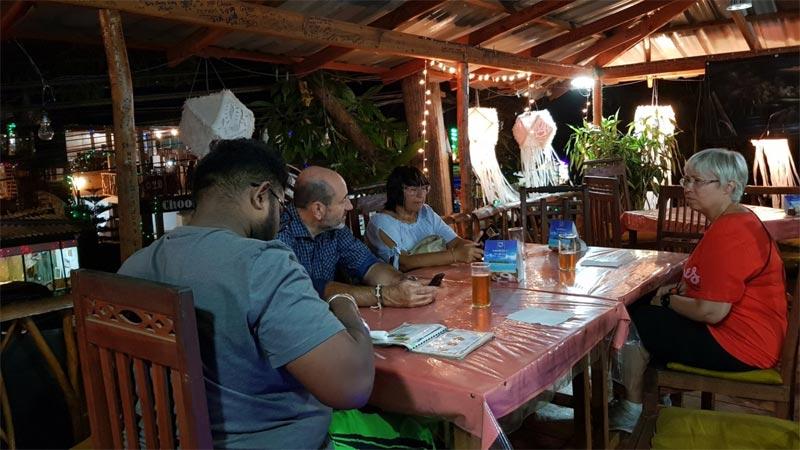 Un momento della cena a Sigiriya