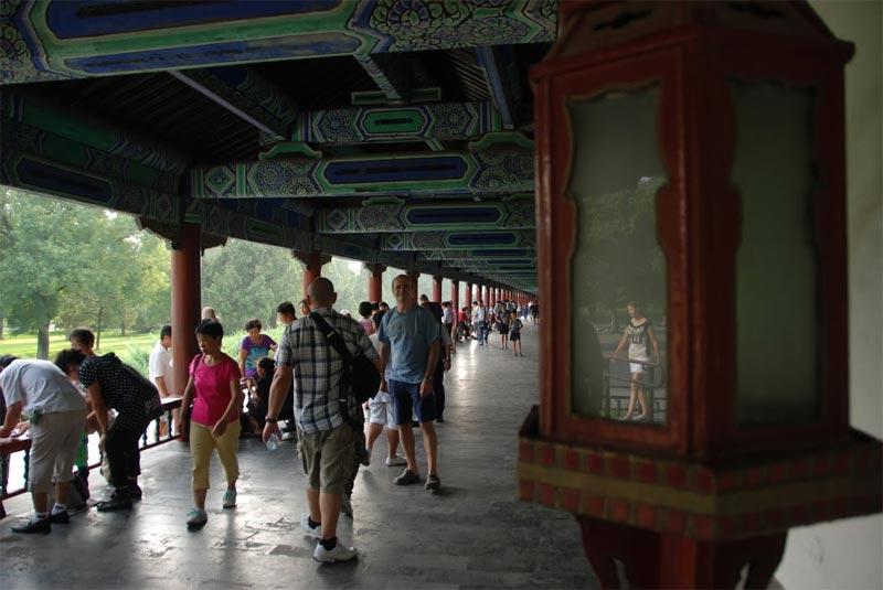 Un ampio portico all'iterno del parco del Tempio del Cielo