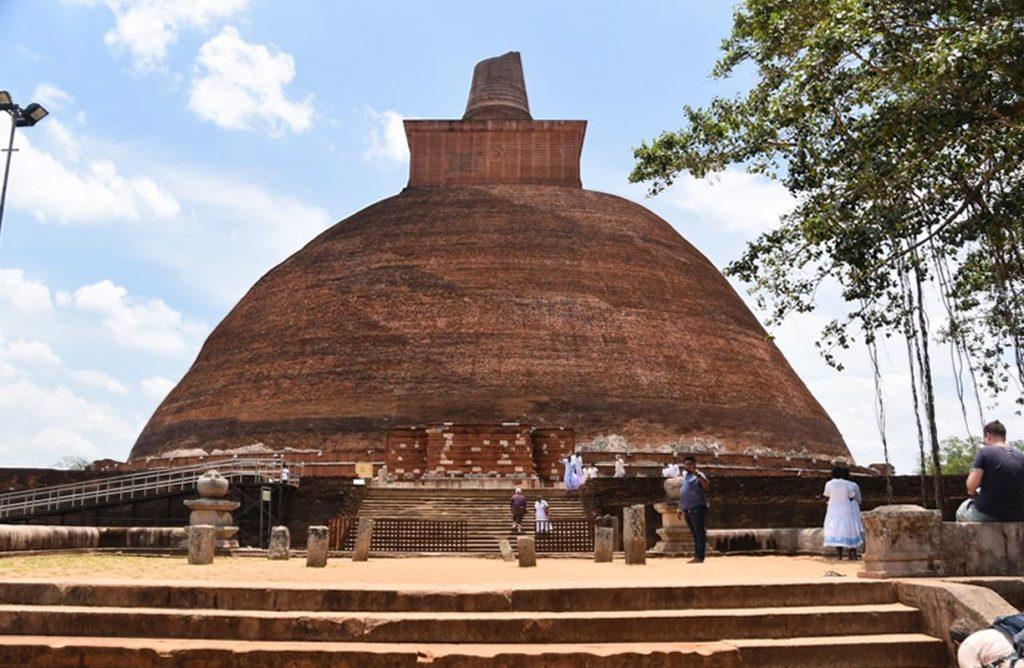 dagoba rossi di Anuradhapura