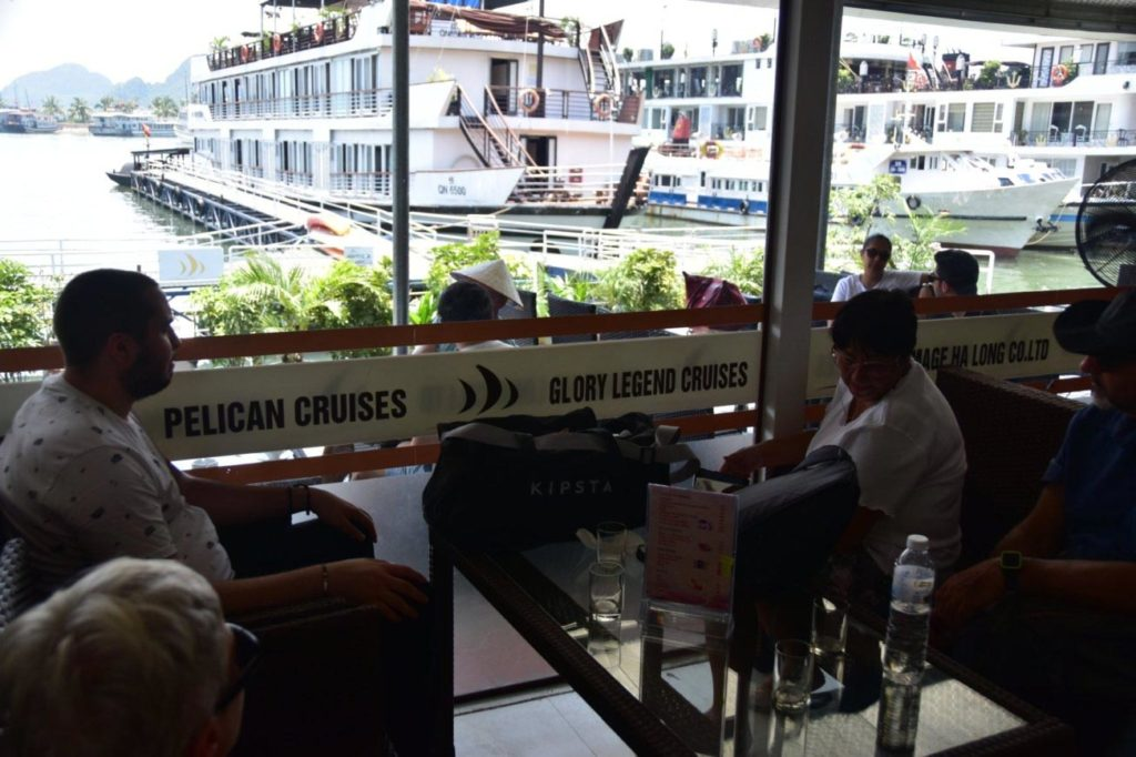 Una lunga attesa prima dell'imbarco