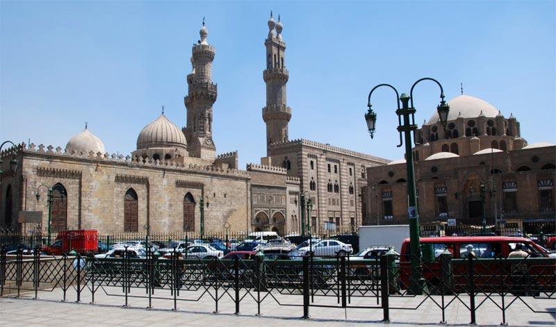 La moschea di al-Azhar vista dal mercato