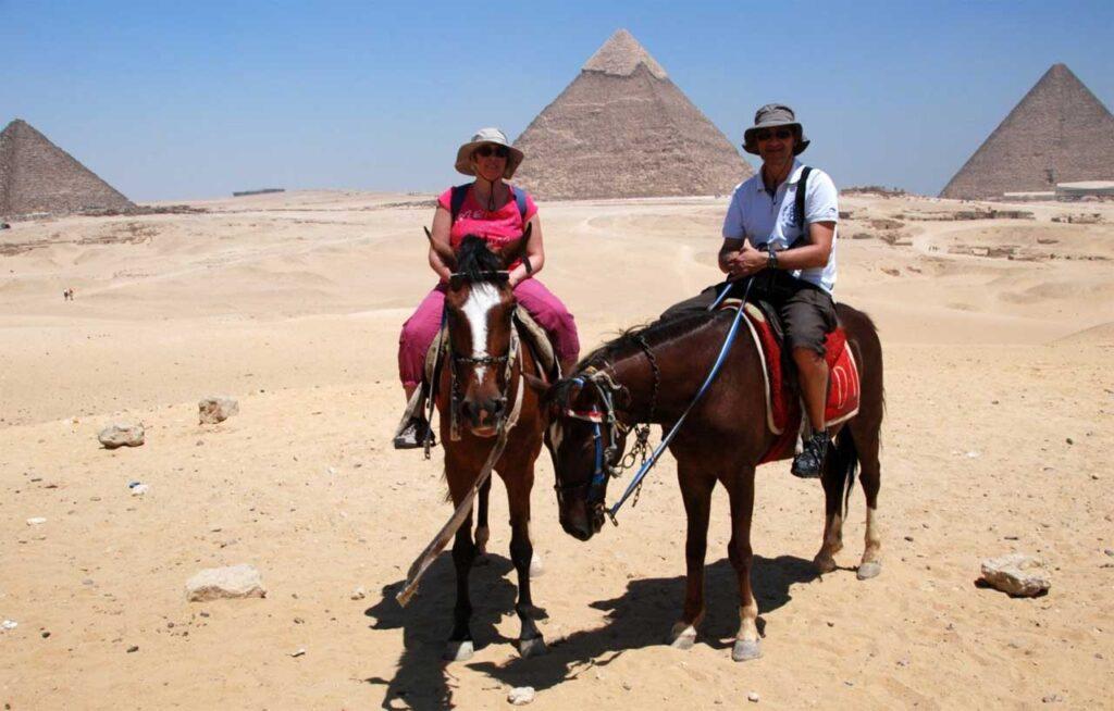 piramidi di Giza a giugno